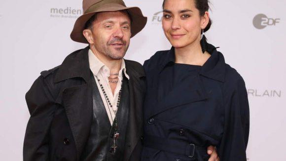Nur 1,55 Meter klein und trotzdem ein großer: Der Schweizer Schauspieler David Bennent mit seiner Freundin Kavita Chohan.