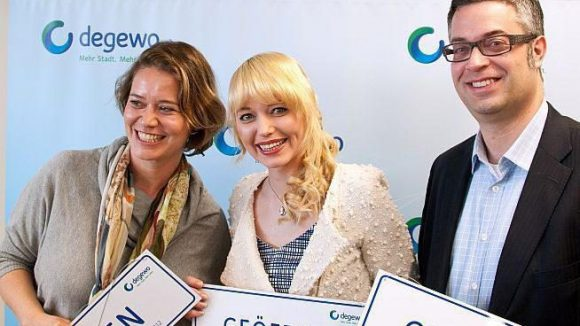 Die Gewinner des degewo-Gründerpreises 2012 (v.l.n.r.): Gudrun Kaindl (Atelier Pink Passion), Adrienne Zeidler (Tessy Film Production), Axel Popp (deematrix GmbH).