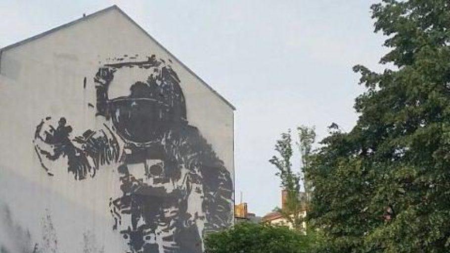 Wenn ein Mural zum Wahrzeichen wird... Astronaut/ Cosmonaut von Victor Ash
