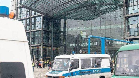 Polizeischutz. Der Hauptbahnhof war am Sonnabend gut gesichert.