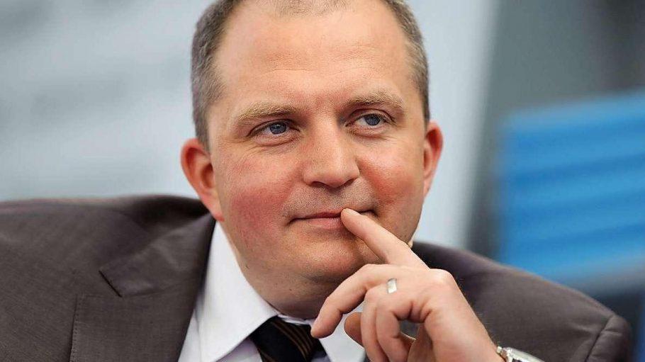 Der Journalist Jörg Thadeusz engagiert sich nicht nur für Flüchtlinge, sondern auch gegen Rechtsradikale.