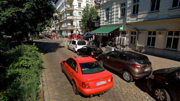 Alles schön und grün. Der Kiez um den Helmholtzplatz gilt als geeignet für das Eco-Festival: Relativ wenige private Autos, kurze Wege, gute Bahnanbindung.