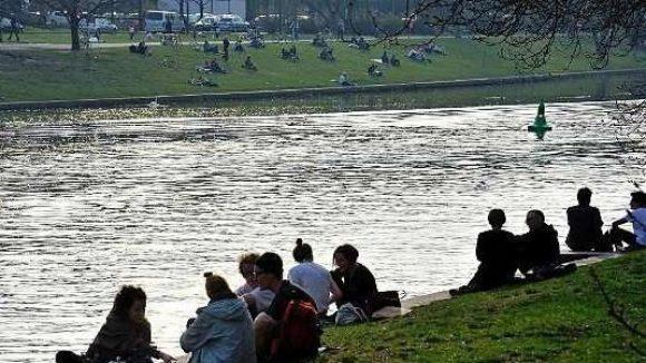 Der Landwehrkanal – Bei gutem Wetter ist er Anziehungspunkt für viele Menschen in Berlin.