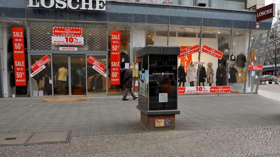 Der letzte Tag. Das West-Berliner Traditionsgeschäft Pelz Lösche hat dichtgemacht.