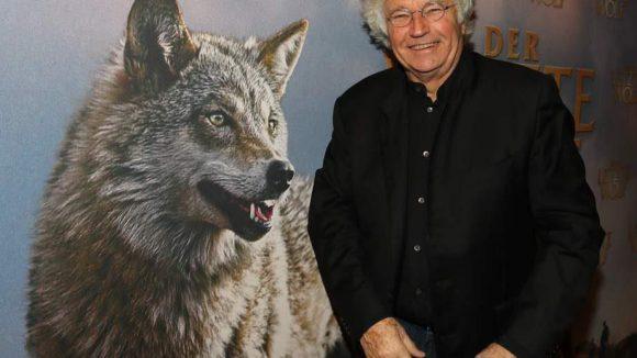 """Ein Oscar-Preisträger, der seinen Film selber vorstellt: Regisseur Jean-Jacques Annaud (""""Der Name der Rose"""", """"Der Bär"""") bei der Premiere von """"Der letzte Wolf"""" in der Kulturbrauerei. Hauptdarstellerin Silva hatte keine Zeit."""