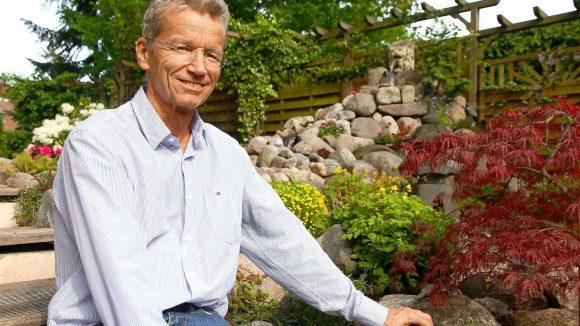 Der Spielegärtner Stefan Ehebald in seinem Zehlendorfer Paradies.