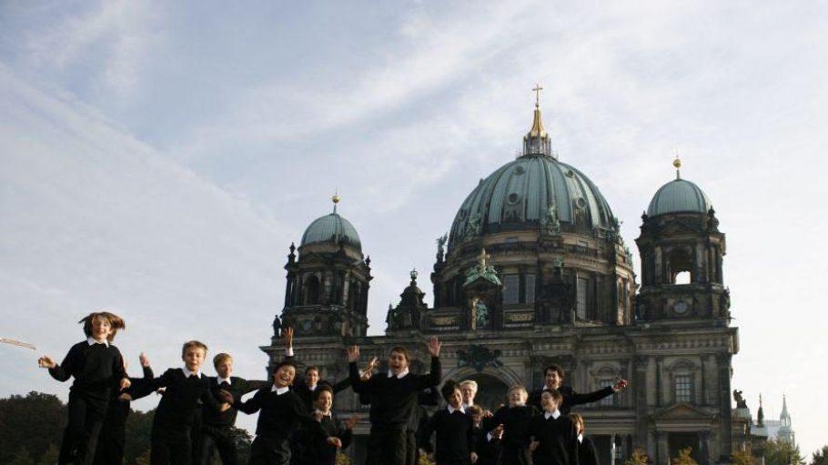 Als Partner des Deutschen Symphonie-Orchesters oder der Berliner Philharmoniker oder als Mitwirkende beim szenischen Bismarck-Oratorium in der Volksbühne: Der Staats- und Domchor ist an vielen Projekten beteiligt.