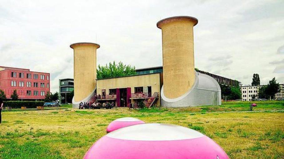 Der Aerodynamische Park zeugt von der langen wissenschaftlichen Tradition Adlershofs. Im ehemaligen Prüfstand befindet sich heute ein schönes Café.