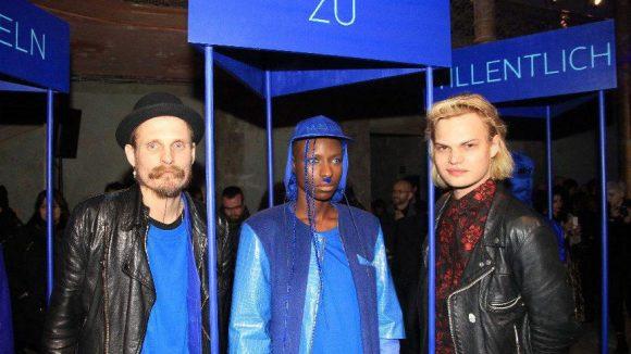 Der Designer (links), natürlich auch in Blau, und Wilson Gonzalez Ochsenknecht.