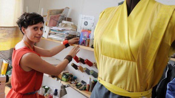 Die Berliner Modemacherin Alexandra Kiesel in ihrem Atelier in Pankow.