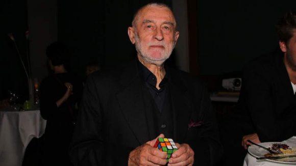 Ortswechsel: Im Bundesministerium für Wirtschaft und Energie erhielt der Produktgestalter Prof. Karl Clauss Dietel als erster ostdeutscher Designer überhaupt den Designpreis der Bundesrepublik Deutschland.