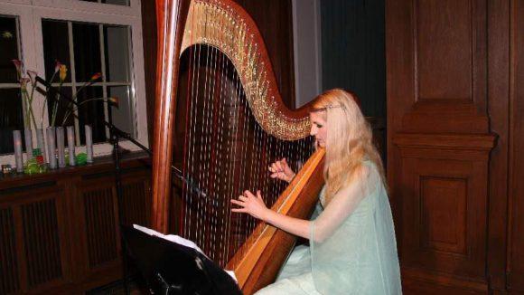 Für die Musik zum feierlichen Anlass sorgte Harfenistin Simonetta Ginelli.