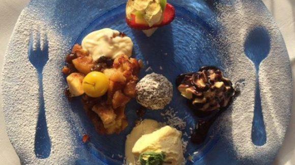 Wo ist das Besteck geblieben? Und wo bekommt man diese Dessertkreation mit Eis, Rumkugel und Kaiserschmarrn?
