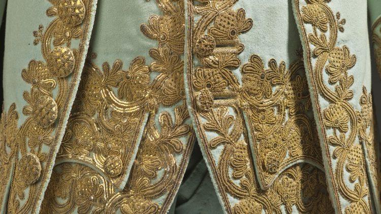 """Detail eines Anzugs der Ausstellung """"Fashioning Fashion"""" im Deutschen Historischen Museum"""