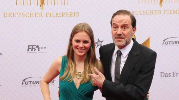 Schauspieler Stefan Kurt brachte die New-Faces-Award-Gewinnerin vom Vorabend mit: Alicia von Rittberg.