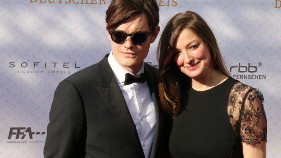 Auch sie haben die Schwangerschaft glücklich hinter sich gebracht: Sam Riley und Alexandra Maria Lara.