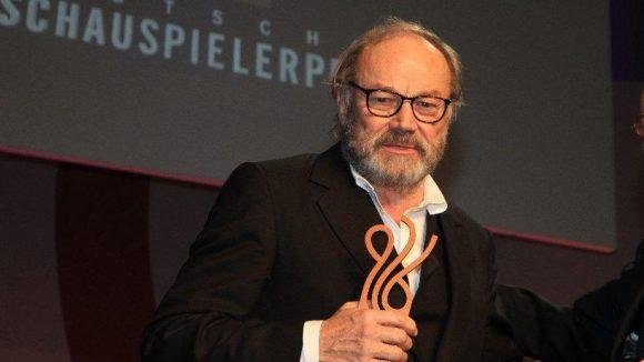 """Bester Schauspieler in einer Hauptrolle wurde Klaus Maria Brandauer für """"Die Auslöschung"""" in der ARD."""