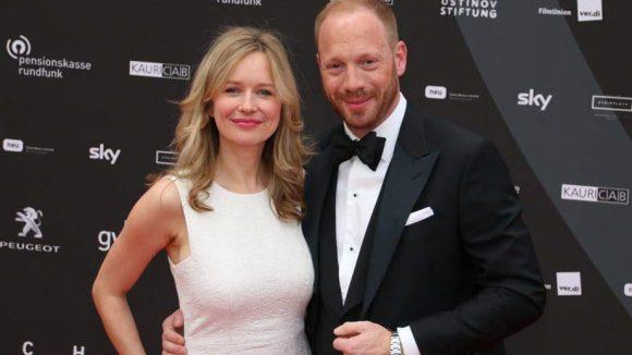 Ein adrettes Schauspieler-Duo moderierte den Abend: Stefanie Stappenbeck und Johannes von Bülow.