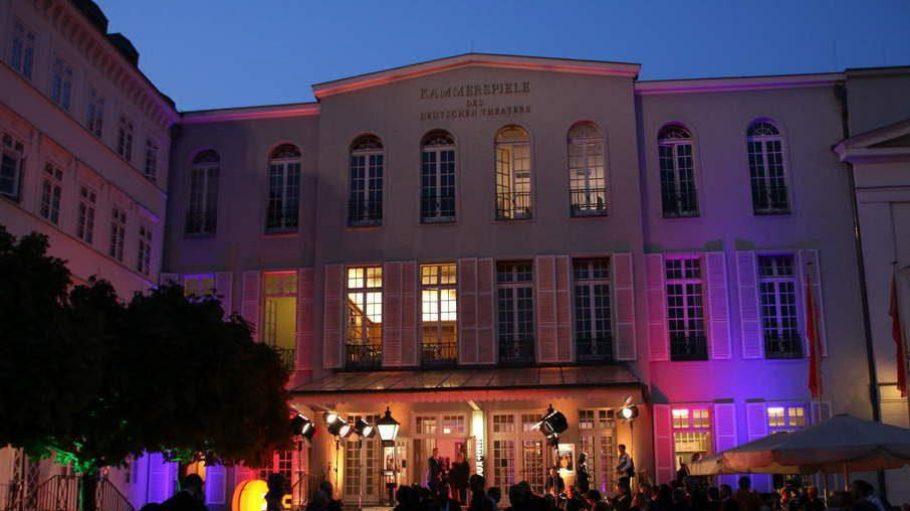 Etwas Verwirrung in der Schumannstraße, ebenfalls in Mitte: Hier fand eine Fernsehfilmpremiere in einem als Kino verwendeten Theater statt.