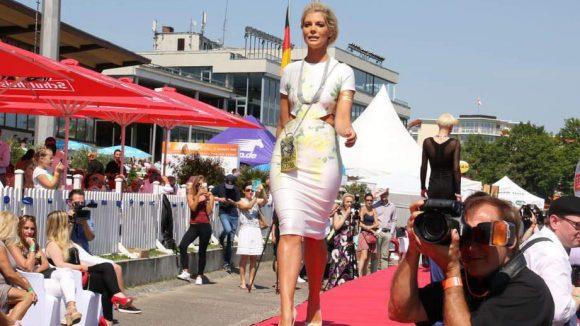 Ein weiteres prominentes Gesicht: Model Annika Gassner.