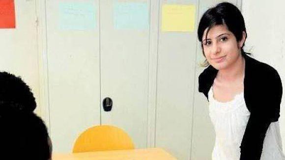 Deutschstunde. Media Haji Younis bei ihrem Einsatz für die Flüchtlinge.