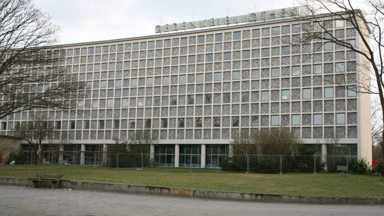 1954 eröffnete am Blücherplatz in Kreuzberg die öffentliche Zentralbibliothek West-Berlins, die Amerika-Gedenkbibliothek.