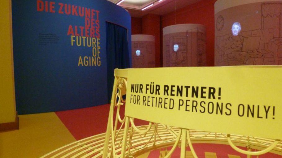"""Erst in Frankfurt am Main, jetzt in Berlin: Die Ausstellung """"Dialog mit der Zeit"""", die sich mit dem Älterwerden und den damit zusammenhängenden Fragen befasst."""