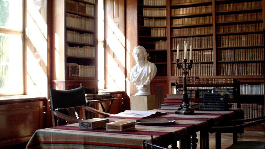 Die Bibliothek im Schloss Branitz.