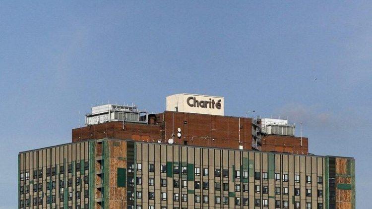 In der Charité widmen sich die Universitäten der Medizin. Jedoch Nur zwei Professuren für Public Health haben in disem Hochhaus Platz.
