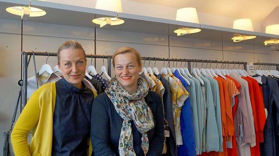 Die Designerinnen Ines Bramigk (links) und Esther Thomas verkaufen bald nicht mehr in den Bahnbögen.