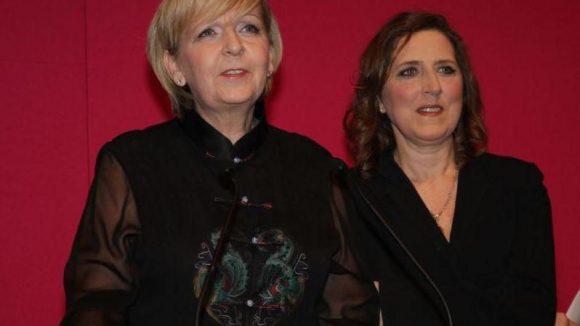 Von der Galerie in Mitte in die NRW-Landesvertretung in Tiergarten. Hier heißen die Gastgeberinnen Ministerpräsidentin Hannelore Kraft und Petra Müller von der Filmstiftung NRW.