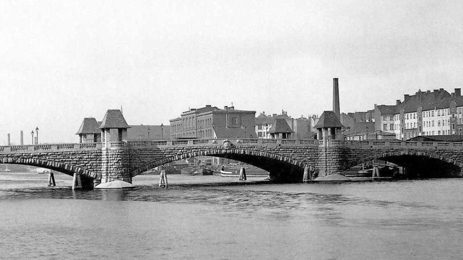 Die historische Brommybrücke.