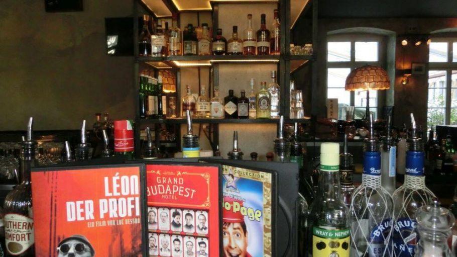 """Die neue Barkarte im """"The Grand"""" verbindet Film- und Cocktailbegeisterung."""