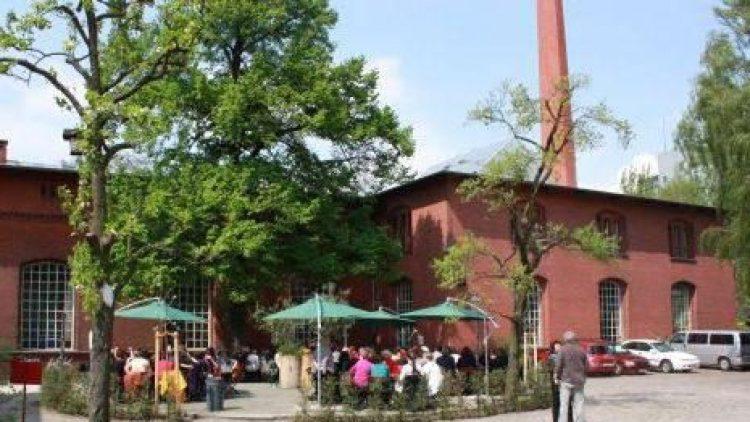 Ein Blick in den Hof des Jugendkulturzentrums PUMPE. Zu Gast sind hier regelmäßig Jugendliche, die sich in Workshops der Welt des Theaters nähern.