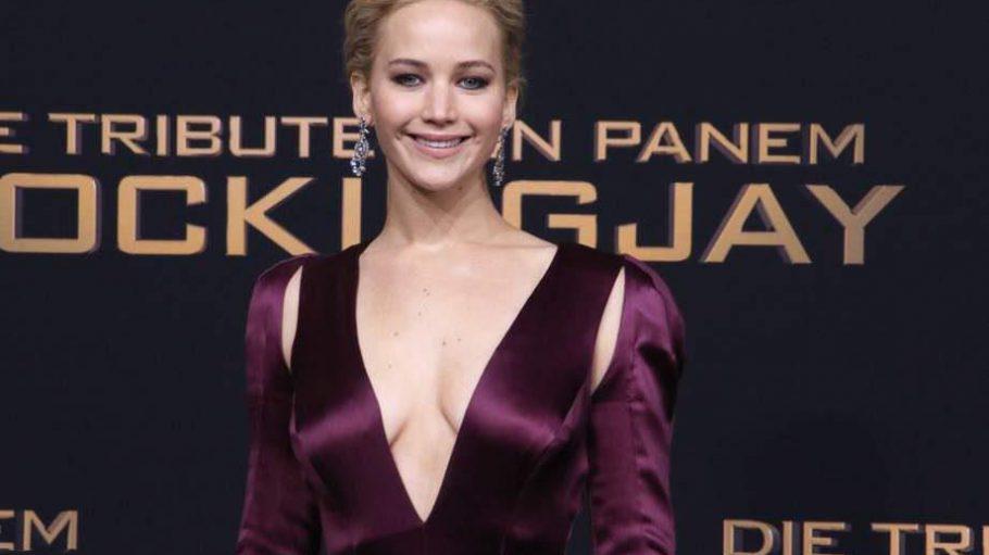 """Weltstar Jennifer Lawrence kam als eine der Letzten zur Premiere von """"Die Tribute von Panem - Mockingjay Teil 2"""" ins Sony Center. Doch die Wartezeit hatte sich gelohnt."""