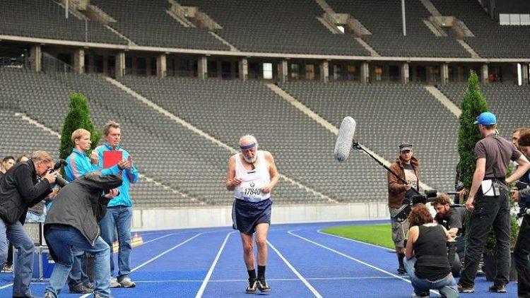 Dieter Hallervorden ist unter die Marathonläufer gegangen, aber nur für eine Rolle, die er als eine der wichtigsten seiner Karriere bezeichnet.