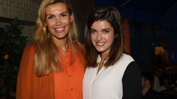 Auch Models finden IT-Themen spannend: Jackie Hide (l.) und Marie Nasemann.