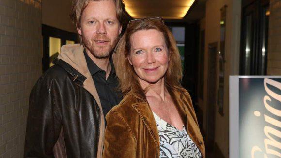Schauspielerin Marion Kracht, die jüngst unter die Kochbuch-Autorinnen gegangen ist, kam mit ihrem Partner Berthold Manns.