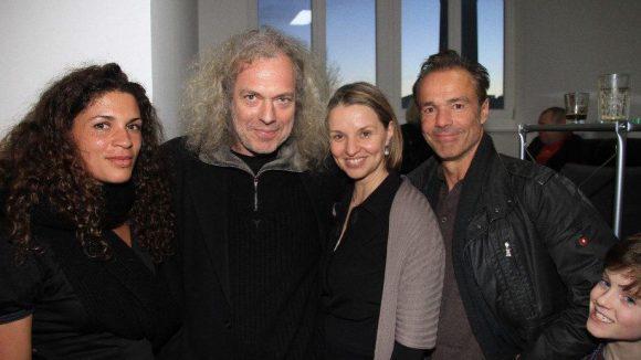 Und dann feierte auch noch die Castingagentur Antje Dihrberg. Hier die Gastgeberin (2.v.r.) und ihr Mann Harald Siebler (2.v.l.) mit Schauspielerin Isabelle Redfern und Schauspieler Hannes Jaenicke.