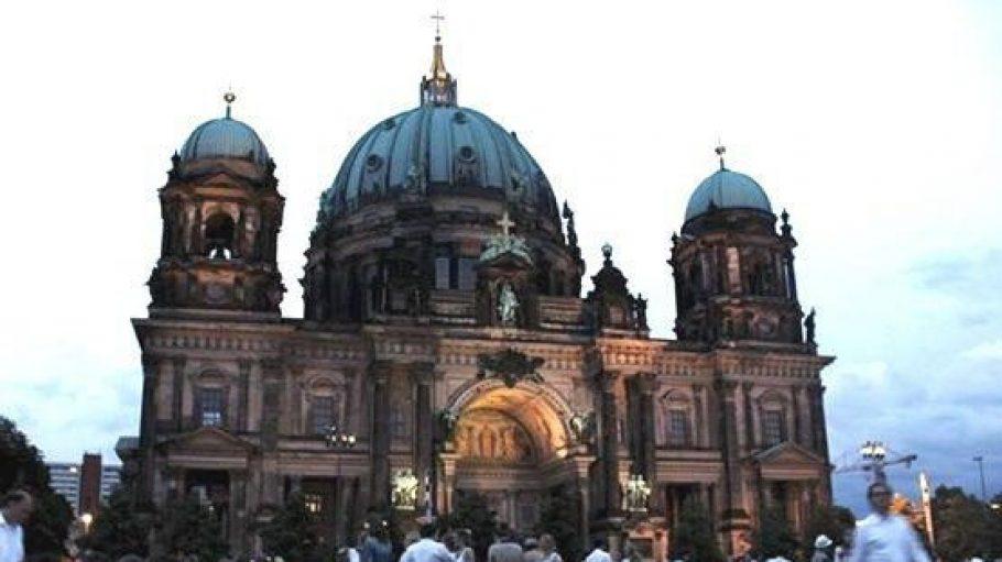 Am 20.Juni treffen sich wieder viele Menschen, ganz in weiß gekleidet, um gemeinsam vor einer spektakulären Berliner Kulisse zu dinieren.