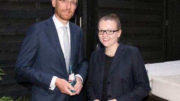 Anja Mellage von der Personal News App Niiu mit Ehemann.