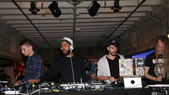 ... DJ Knowa (Noah Becker) legte mit Unterstützung von Freunden auf ...