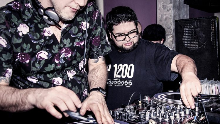 "DJ Marc Hype (l.) und Beatboxer Soulrock werden beide in ""King Kool City Berlin"" porträtiert."
