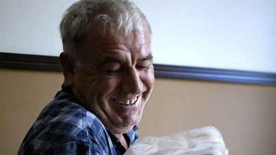 Seit mehr als 35 Jahren schleppt Ahmed Özdemir Kohle in Kreuzberger Wohnungen. Nun kommt eine Doku über ihn ins Kino.