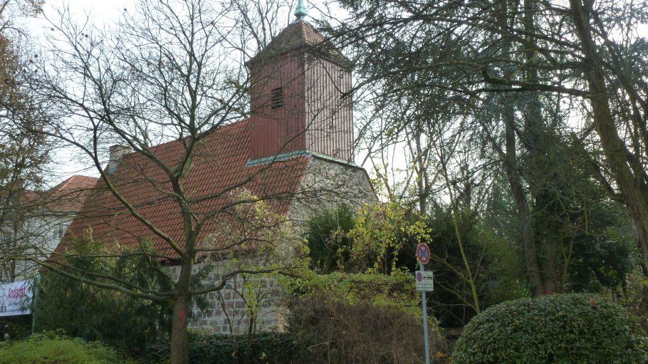 Das Wahrzeichen von Schmargendorf ist die Dorfkirche. Sie wurde um 1280 herum erbaut und ist eine der ältesten Dorfkirchen von Berlin.