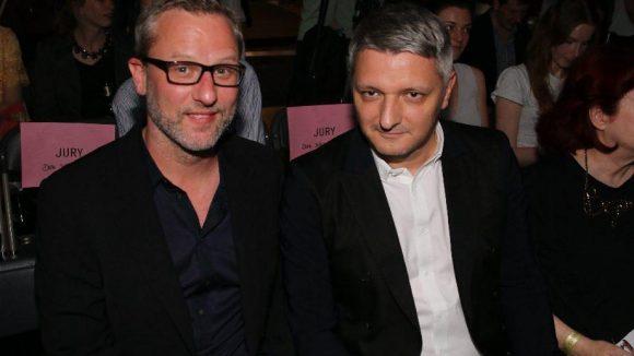 Unter den Gästen: Dr. Florian Bachelin (Premium Exhibitions, r.) mit dem adidas-Designer Dirk Schönberger, beides Jury-Mitglieder ehrenhalber.