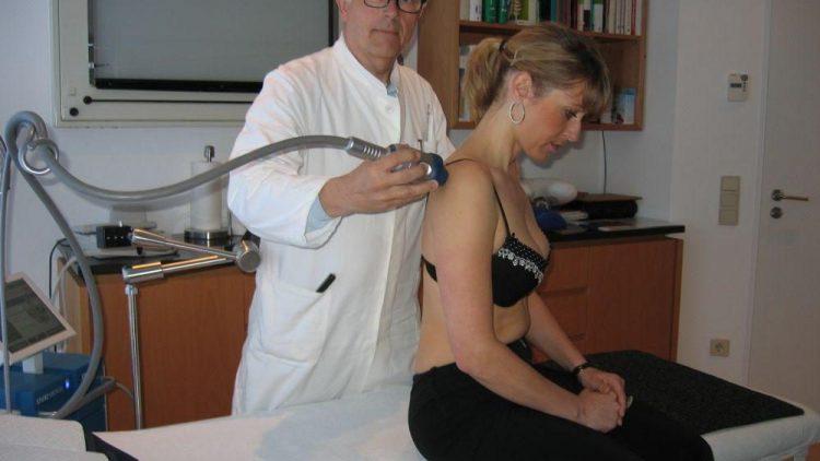 Eine Patientin bei Dr. Markus Hansen.