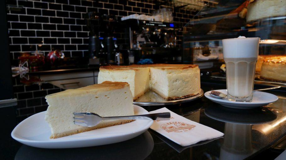Wenn du dich gar nicht entscheiden kannst, dann bleib am besten beim Käsekuchen-Klassiker. Damit kannste nix falsch machen.