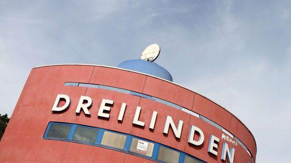 Die Raststätte Dreilinden war Restaurant und sollte Disko werden. Jetzt kommt es ganz anders. Bald dient sie als Abstellplatz für Baubohrer.