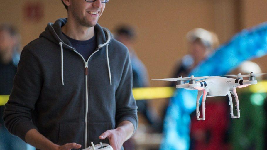 Beim ersten Dronemasters 2015 mussten die Drohnen durch einen Hindernisparcours gesteuert werden.